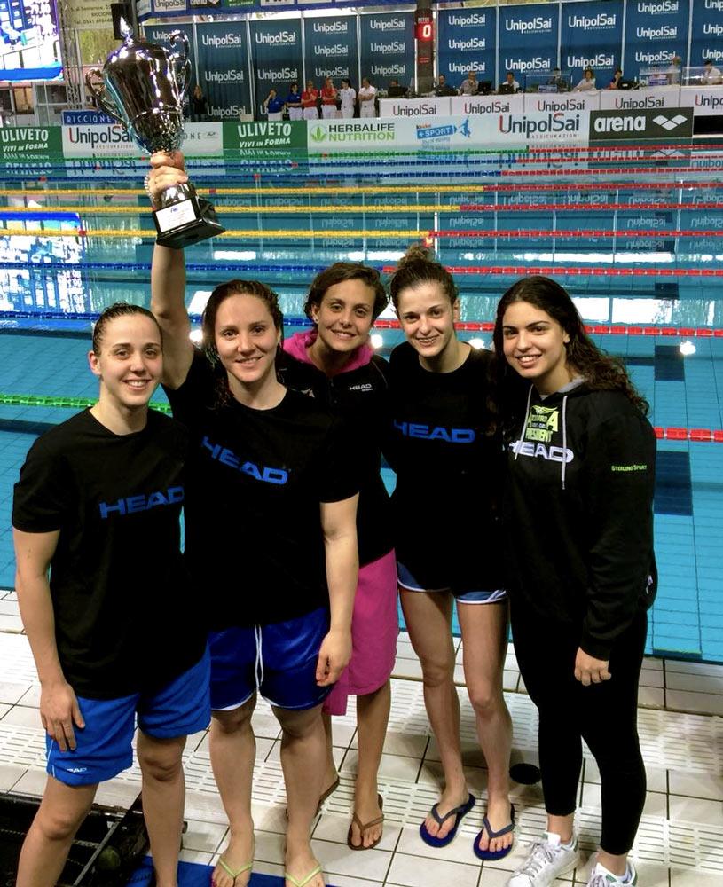 Rappresentanti della squadra femminile di nuoto AzzurrA President 2017-2018